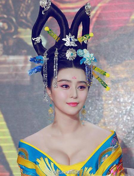 Thiết kế trang phục dành cho Phạm Băng Băng trong phim Võ Tắc Thiên cũng