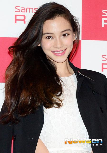 Huỳnh Hiểu Minh, người tình của Angelababy, cũng tới Hàn Quốc lần này, song anh không tham gia