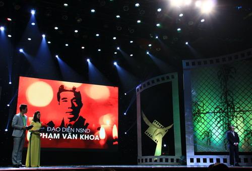 Ban tổ chức Cánh Diều chọn nhầm ảnh của nhà văn Nguyễn Huy Tưởng trong phần tưởng nhớ đạo diễn NSND Phạm Văn Khoa.