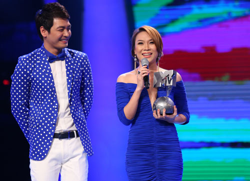 """Năm 2013. MV """"Như một giấc mơ"""" của """"Họa mi tóc nâu"""" cùng 5 video khác đại diện khu vực Đông Nam Á tham gia giải MTV châu Âu. Mỹ TâmSau hơn một tháng bình chọn, từ ngày 17/9 đến 24/10, ban tổ chức MTV EMA 2013 công bố, MV """"Như một giấc mơ"""" của nữ ca sĩ Việt Nam đứng đầu khu vực Đông Nam Á, vượt qua các đối thủ: Olivia Ong (Singapore), Hafiz (Malaysia), NOAH (Indonesia) và Sarah Geronimo (Philippines), Slot Machine (Thái Lan). Sau một năm, chiếc cúp này mới được ban tổ chức gửi về Việt Nam cho """"Họa mi tóc nâu"""". Cô chia sẻ: """"Tôi khá bất ngờ trước điều này khi không ngờ chiếc cúp từ châu Âu đã đến tận đây. Giải thưởng này có được là do khán giả, người hâm mộ đã bình chọn cho tôi. Tôi cảm ơn tất cả mọi người luôn ủng hộ tôi trong sự nghiệp ca hát""""."""