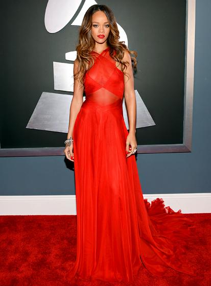 Nữ ca sĩ da màu ăn mặc gợi cảm khi tới giải Grammy Awards 2013. Ảnh: Wenn