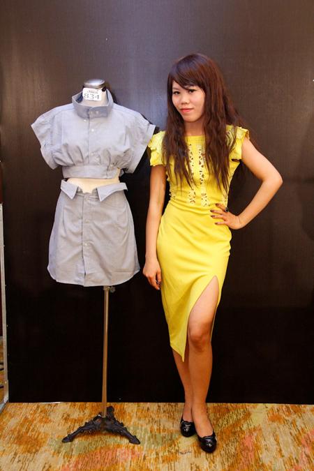 Nguyễn Thị Thảo cũng thử sức với áo crop-top và chân váy