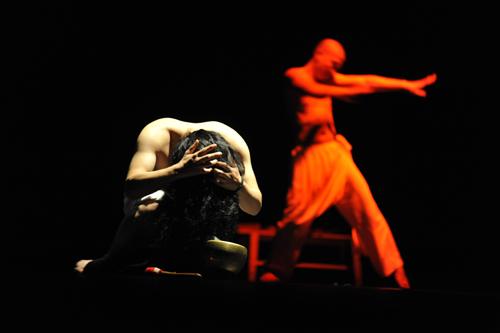 Thành lập năm 2002, với các thành viên chủ chốt là người khiếm thính tại Hà Nội, đoàn múa Nơi Đến là một trong nhữngđoàn nghệ thuật đương đại đầu tiên tại Việt Nam.