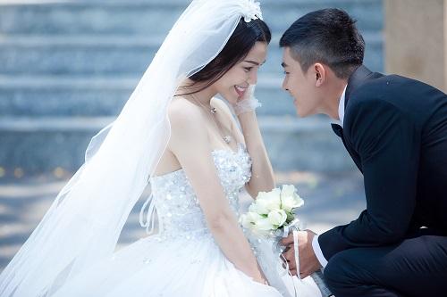 """""""Sẽ luôn bên nhau"""", ca khúc chủ để do nhạc sĩ Quốc Trụ tặng Trà Ngọc Hằng. Nhạc sĩ gửi kèm theo lời chúc mong cô sẽ có được tình yêu như trong mơ."""