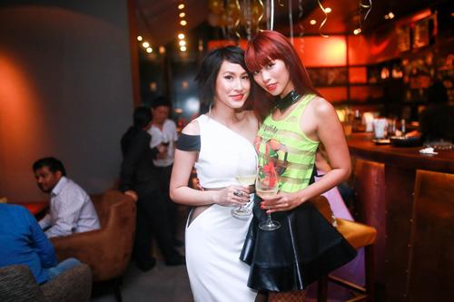Ngày hôm qua, 31/03 Kathy Uyên đã tổ chức một buổi tiệc thân mật để có thể chia sẻ giải thưởng danh giá này cùng ekip thực hiện bộ film và một số bạn bè thân thiết của mình tại nhà hàng Vespers