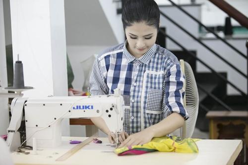 Ngọc Hân đã lên ý tưởng và thực hiện bộ sưu tập trong suốt ba tháng qua để cho ra đời những chiếc áo dài mang hình ảnh của đất nước Hàn Quốc - là 1 trong nhiều Quốc gia sẽ có những tiết mục đặc sắc tại Festival Huế năm nay.