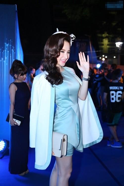 Tham gia sự kiện tối 5/4 tại TP HCM, Angela Phương Trinh diện bộ váy