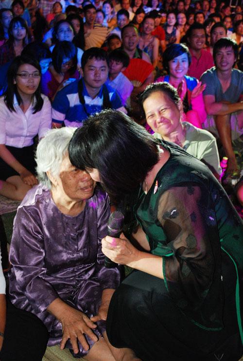 """Cẩm Vân còn hát """"Huyền thoại mẹ"""", """"Ca dao mẹ"""".."""