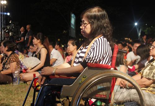 Mỗi năm, số người tham gia đêm nhạc tưởng niệm Trịnh Công Sơn lại đông thêm. Năm nay, ước tính gần 30.000 người đến thưởng thức đêm nhạc.