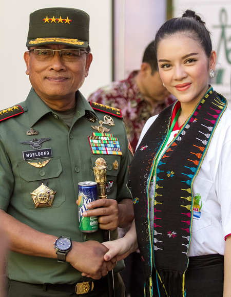 voi-ngai-Tong-tu-lenh-Indonesi-9623-8116