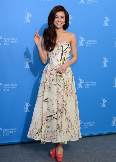 Người đẹp Văn Vịnh San diện váy Dolce & Gabbana tại Liên hoan phim Berlin (Đức) hồi tháng 2.