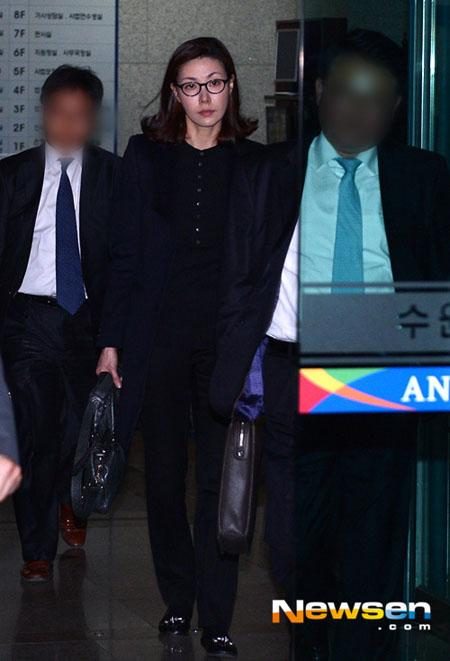 Diễn viên Sung Hyun Ah ra tòa lần thứ ba hôm 7/4. Cô bị khởi tố vì
