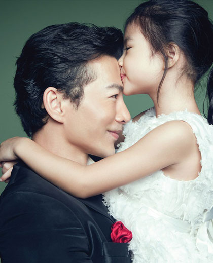 Cả hai vợ chồng anh thống nhất, bé Bảo Tiên thích ở với ai thì qua ở. Họ đều rất thoải mái để con gái tự do quyết định.