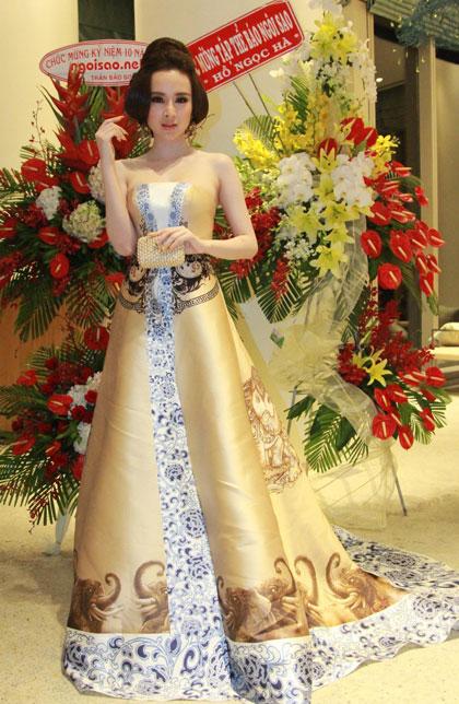 Mái tóc, phong cách thời gian của nữ ca sĩ giống hệt diễn viên Lưu Hữu Khánh.