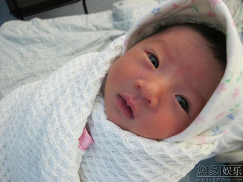 khi mới chào đời được ba ngày.