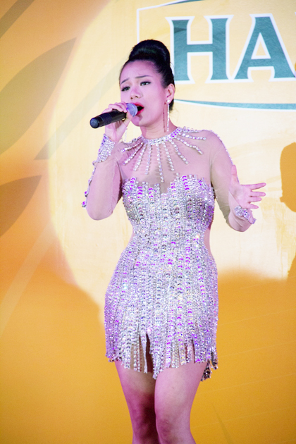Ca sĩ Phương Vy xuất hiện trong chương trình với bộ đầm