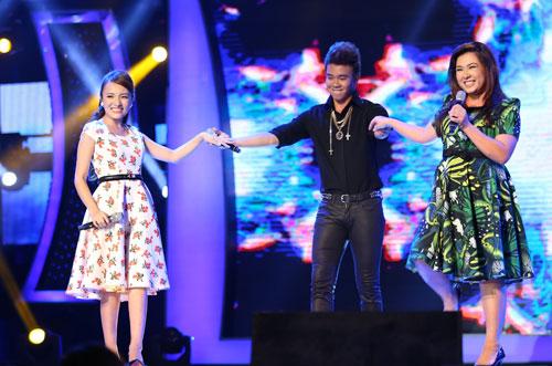 Cả ba thí sinh hát Chuyện tình.