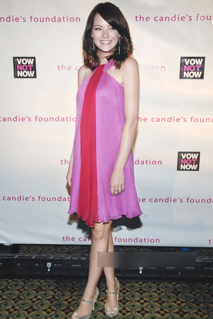 Năm 2008, Emma Stone nỗ lực tìm hình ảnh mới trong phong cách mặc. Trong một sự kiện, nữ diễn viênCrazy Love Stupid