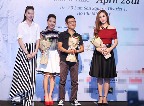 Quốc Bảo (thứ hai từ phải qua) ủng hộ Ngô Thanh Vân (trái) với vở thanh xướng kịch mà anh đặt nhiều tâm huyết.