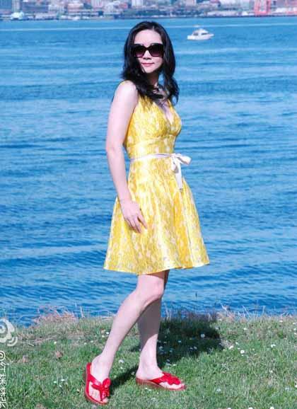 Trương Lợi tự tin diện những bộ váy ngắn