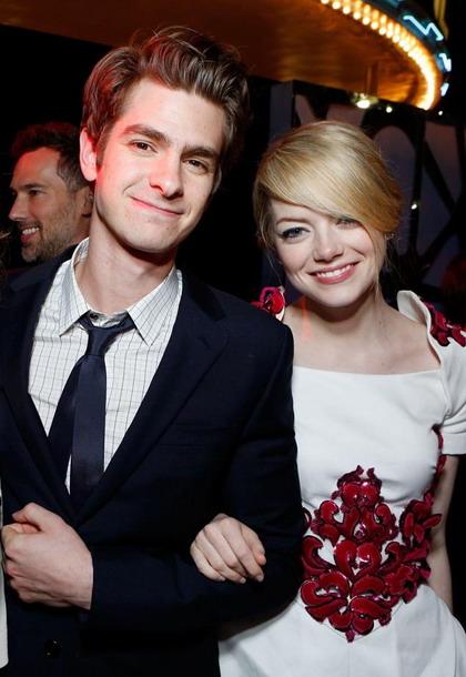 """Emma Stone bên bạn trai Andrew Garfield - người thủ vai Người Nhện trong loạt phim """"The Amazing Spider-Man""""."""
