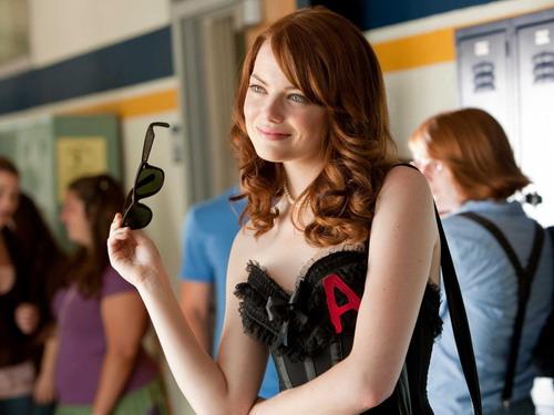 """Vai diễn trong phim """"Easy A"""" đem tới cho Emma Stone đề cử Quả Cầu Vàng đầu tiên trong sự nghiệp."""
