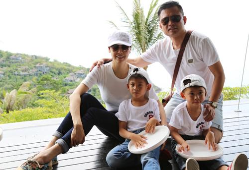 Vợ chồng Hà Kiều Anh cùng hai con trai đi nghỉ lễ 30/4, 1/5 tại Thái Lan.