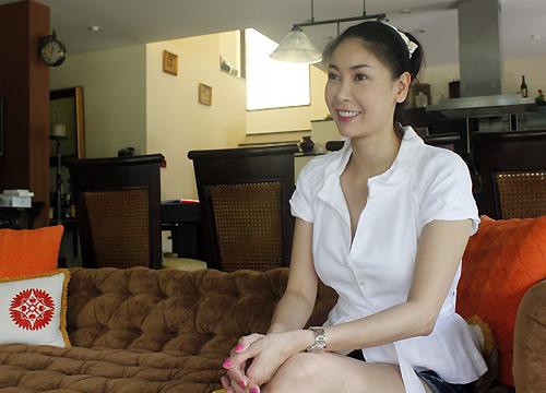 Hà Kiều Anh trả lời phỏng vấn tại nhà riêng.