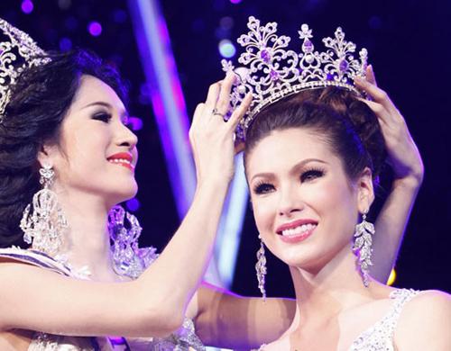 Panvilas Mongkol là chủ nhân vương miện Hoa hậu chuyển giới Thái Lan 2012.