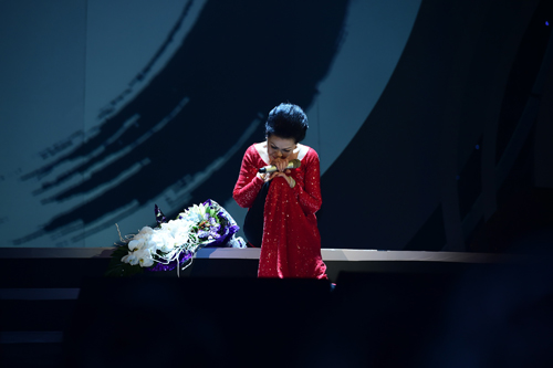 Khánh Ly xúc động