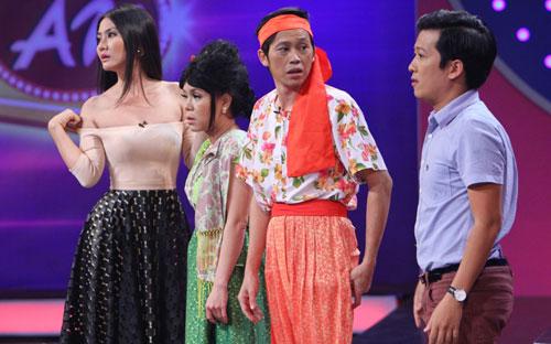 Chương trình Người bí ẩn tập 7, lên sóng vào 11/5, đón tiếp đội khách là người đẹp Ngọc Lan và diễn viên hài Trường Giang. Hoài Linh, Việt Hương vào vai ba