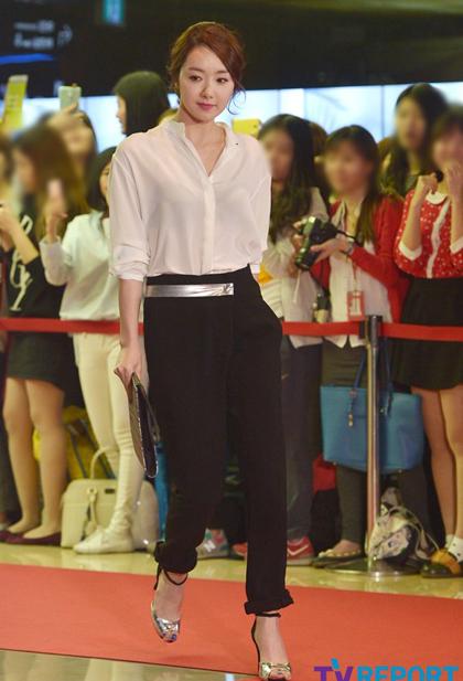 Soo Yi Hyun thu hút bởi vẻ thanh lịch.