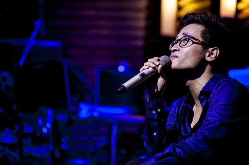 """Trước khi hát ca khúc Xin Cho Tôi, Hà Anh Tuấn tâm sự rằng chính ca khúc này đã làm cho anh luôn nổi da gà mỗi khi hát và hơn lúc nào hết, đây chính là thông điệp mà thế hệ nghệ sĩ trẻ như anh muốn gửi đến khán giả yêu nhạc của mình hãy luôn """"Xin quê hường giấc ngủ thật hiền...""""."""