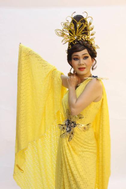 Nghệ sĩ Hoàng Trinh trong vai Thần Sắc Đẹp.