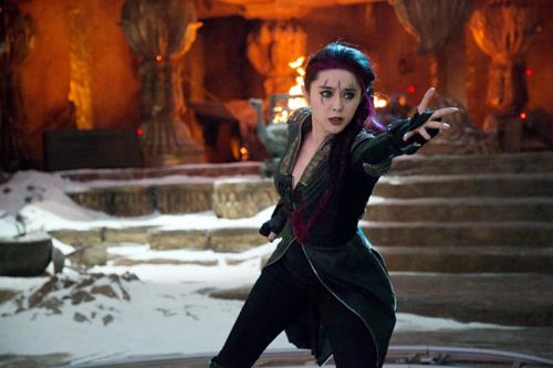 """Phạm Băng Băng đóng vai một dị nhân có khả năng di chuyển mọi đồ vật qua các không gian khác nhau trong """"X-Men: Days of Future Past"""". Ảnh:"""