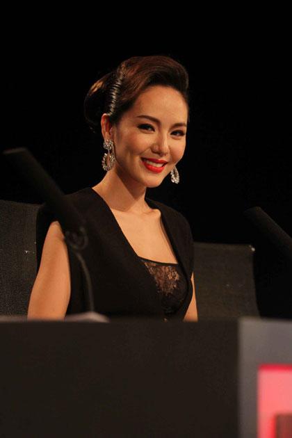 Giám khảo Phương Linh.