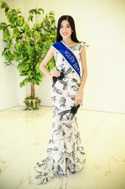 Thí sinh sinh năm 1994 Diễm My đoạt danh hiệu Người đẹp áo dài.
