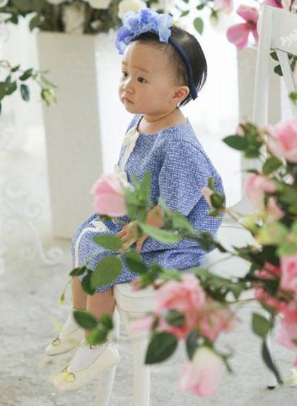 Con gái Linh Nga tên thật là Nguyễn Khánh Linh, bé năm nay được hơn 1 tuổi và thường được gọi bằng cái tên Luna.
