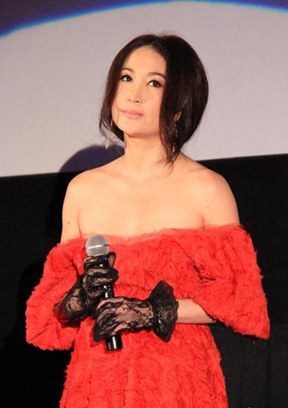 Nữ diễn viên diện váy trễ nải tham gia sự kiện điện ảnh năm 2013.
