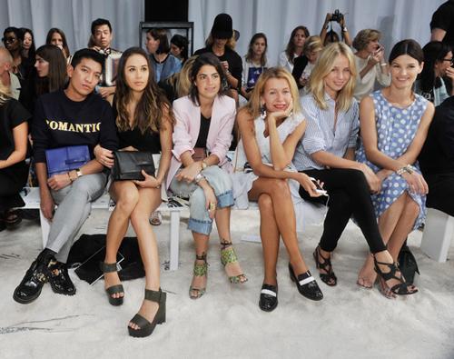 Ngoài các sao Hollywood và VIP, blogger là một trong những đối tượng đông đảo nhất tại hàng ghế đầu các show thời trang quốc tế. Ảnh: