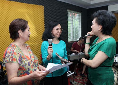 Khách mời của ca sĩ Phương Dung là Cẩm Ly.