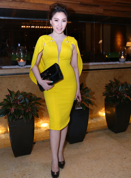 Người mẫu Quỳnh Thu vàn rực trong bộ trang phục
