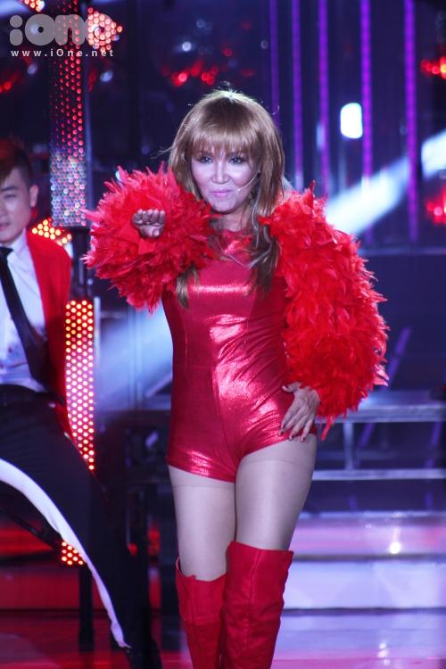 Ngân Quỳnh trở lại chương trình với tiết mục khách mời trở thành ca sĩ Jennifer Lopez. Cô đầu tư khá nhiều cho việc luyện tập cũng như dàn dựng tiết mục trên sân khấu. Nữ diễn viên khuấy động không khí chương trình thêm bùng nổ ngay từ những giây phút đầu tiên.
