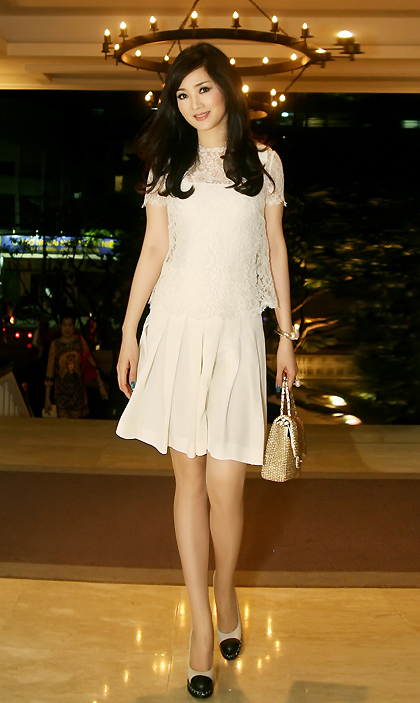 Tối 14/6, Giáng My đến dự tiệc mừng sinh nhật của người đẹp Thủy Hương được tổ chức tại TP HCM.