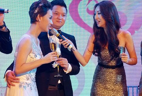 Tra My Idol tham gia hát cùng Lều Phương Anh trên sân khấu.