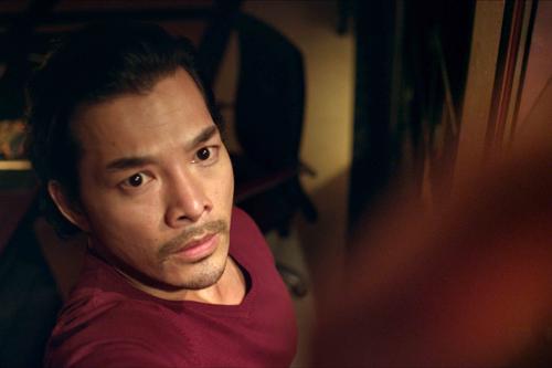 Để hoàn thành vai diễn, anh đã khá vất vả vì bối cảnh phim chủ yếu diễn ra tại miền sông nước của tứ giác Long Xuyên&