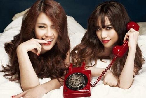 Ngọc Thảo (trái) và Sĩ Thanh là hai diễn viên nữ chính.