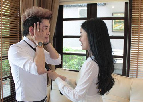 Diễn viên trẻ Trang Anna (phải).