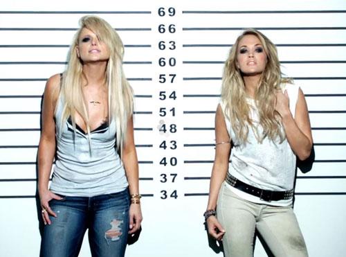 Hình ảnh Miranda Lambert và Carrie Underwood trong MV.