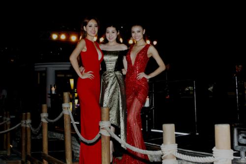 Người đẹp hội ngộ Á hậu 2012 Tú Anh và người mẫu Hồng Quế.